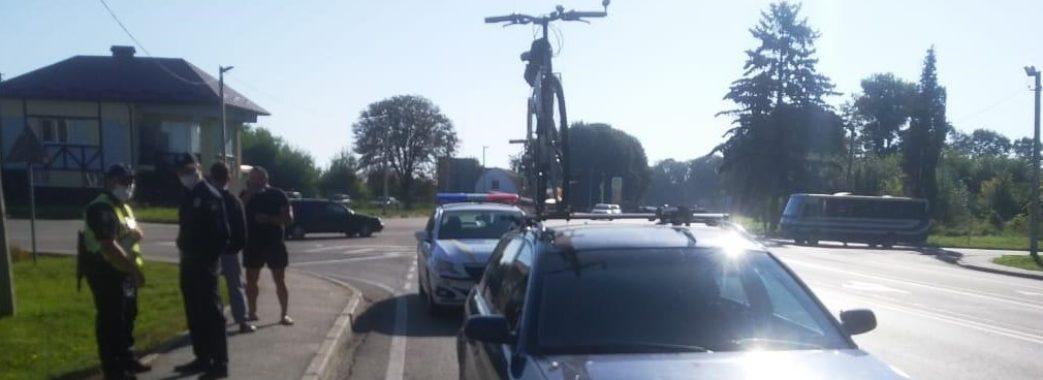 У Кам'янка-Бузькому районі водій Audi A6 протягнув поліцейського 30 метрів по трасі