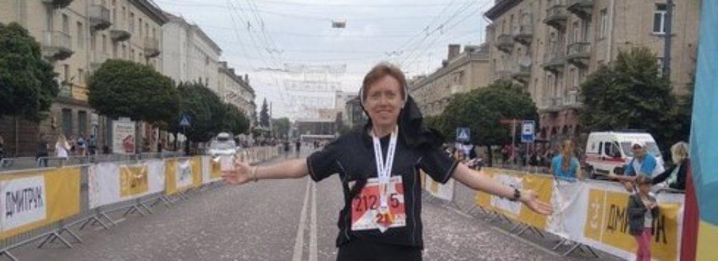 """""""Коли я бігла, то молилась"""": львівська монахиня виграла півмарафон у чернечій рясі"""