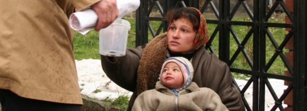 Жінка з Дрогобиччини викорстовула двох малих дітей для жебракування у Трускавці