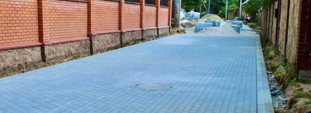 До кінця жовтня в Брюховичах завершать ремонт ще трьох вулиць