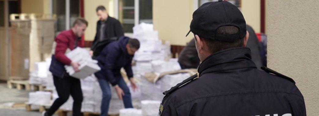 На Львівщині поліцейські взяли ТВК під цілодобову охорону