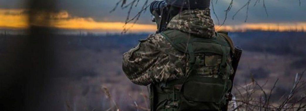 На Донбасі через обстріли бойовиків постраждав український військовий