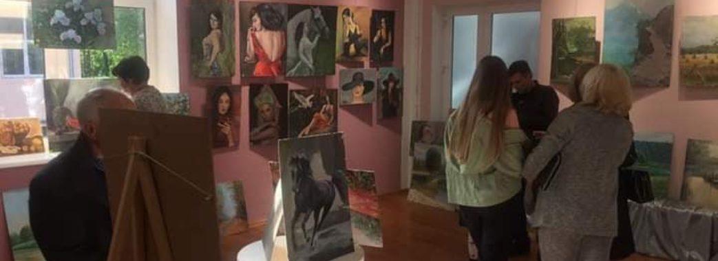 «188 полотен заради порятунку дітей»: на Миколаївщині провели благодійну виставку-продаж