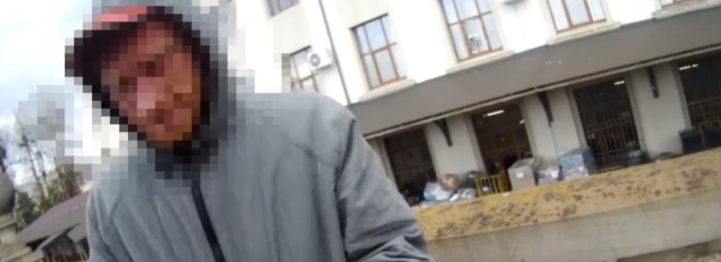 Хотів стрибнути під поїзд та порізати себе ножем: львівські патрульні врятували молодика від самогубства