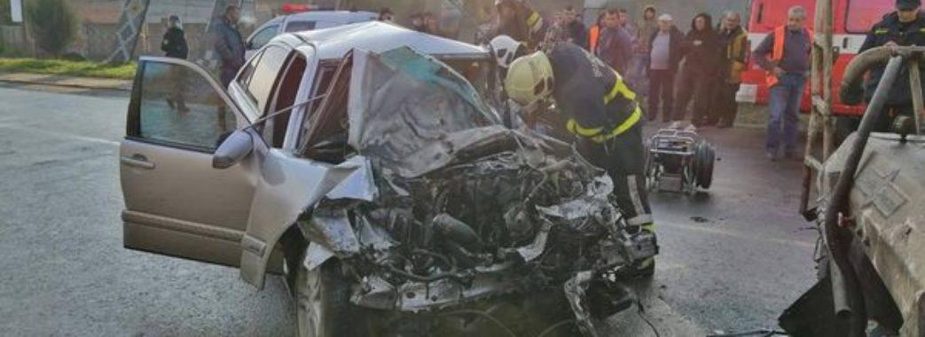 «Гідравлічними ножицями вирізали тіла»: на Сокальщині в аварії загинуло двоє молодих людей