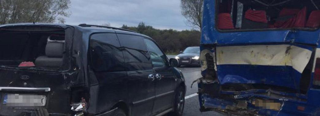 У Пустомитівському районі унаслідок ДТП травмувалось 7 людей