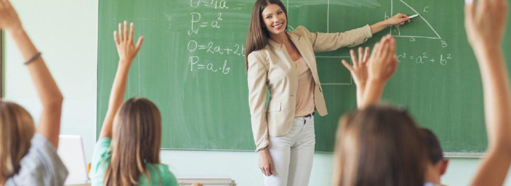 Зарплату вчителям планують підвищити у наступному році на 30%