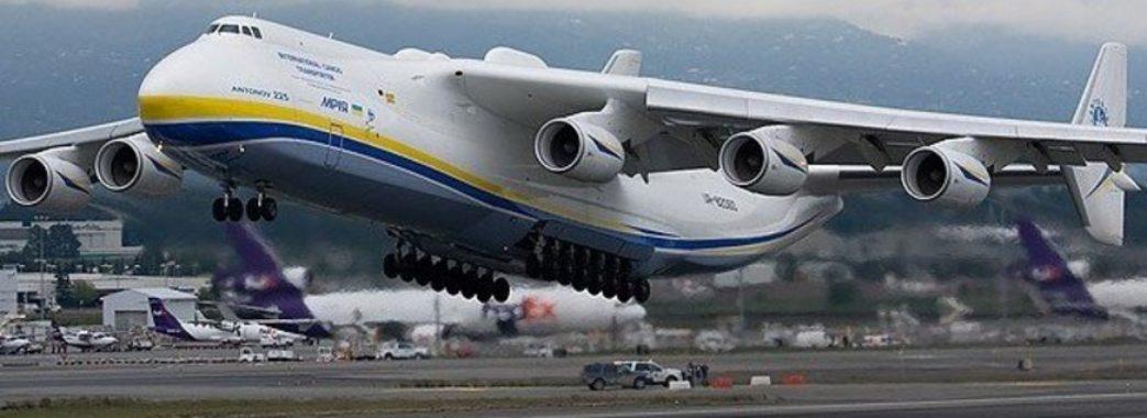 У Львові під час посадки літак виїхав за межі злітної смуги