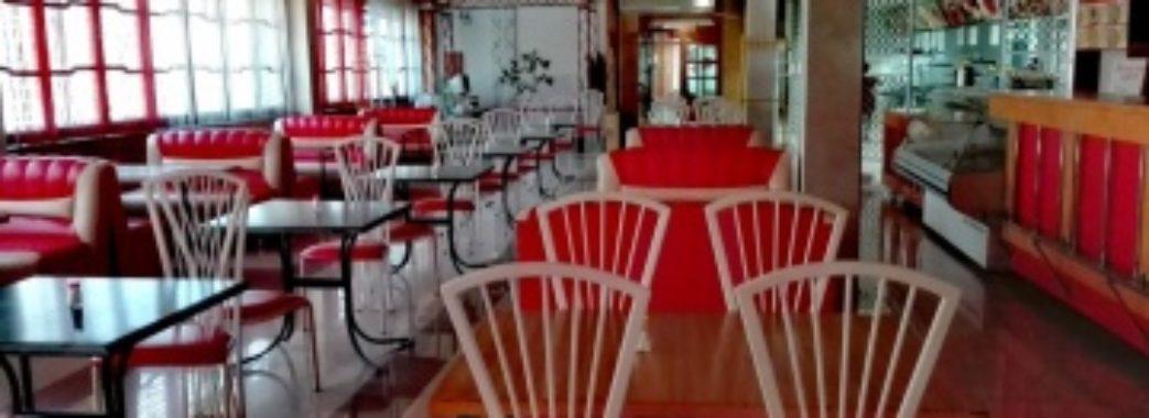 У Польщі через коронавірус закривають ресторани, кафе і бари