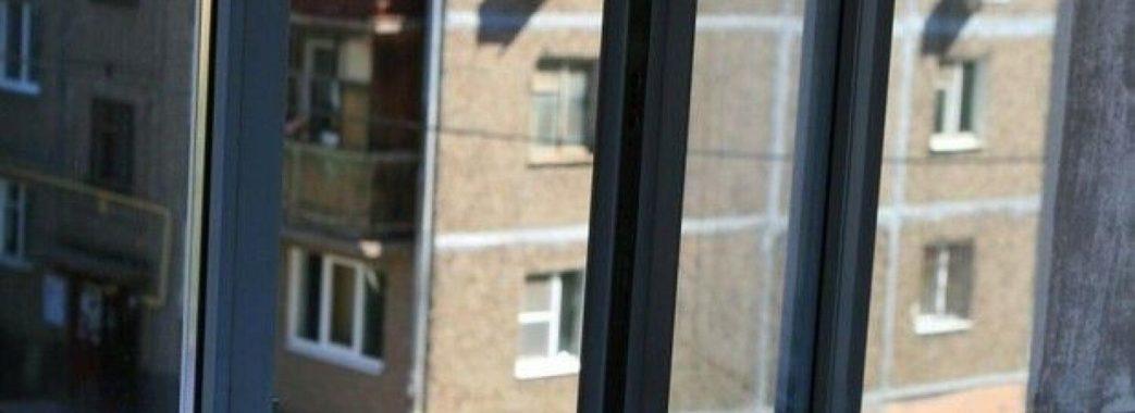 У Львові чоловік випав з вікна 5-го поверху власної квартири