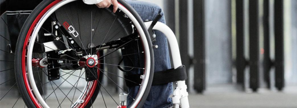 У Львові розшукують водія, який збив на зебрі жінку на інвалідному візку і втік