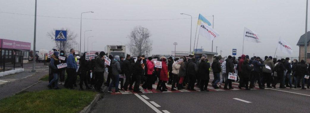 Ні пройти, ні проїхати: біля Львова мікропідприємці перекрили міжнародні траси