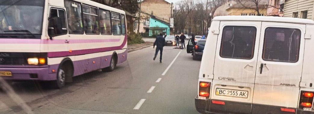 Йшла по «зебрі»: у Дрогобичі рейсовий автобус збив на смерть 13-річну школярку