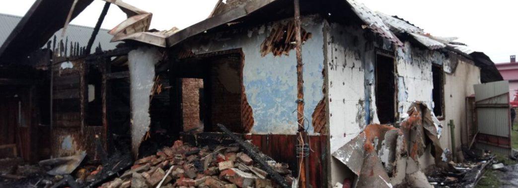 «Встигли врятувати лише свої життя»: на Жовківщині мама з п'ятьма дітьми опинилася без даху над головою
