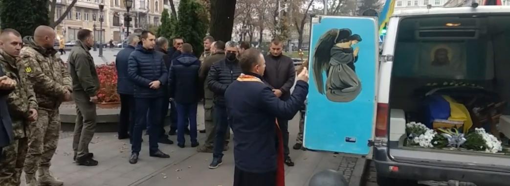 У Львові попрощалися із 20-річним десантником Олегом Свинариком