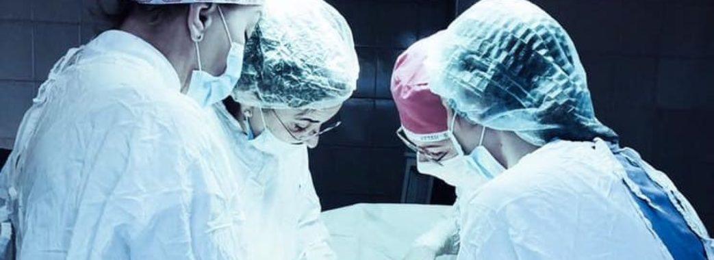 Львівські лікарі видалили пацієнтці пухлину вагою більше 6 кілограм (ФОТО)