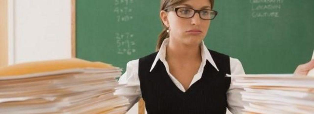 Кабмін на рік переніс підвищення зарплат вчителям