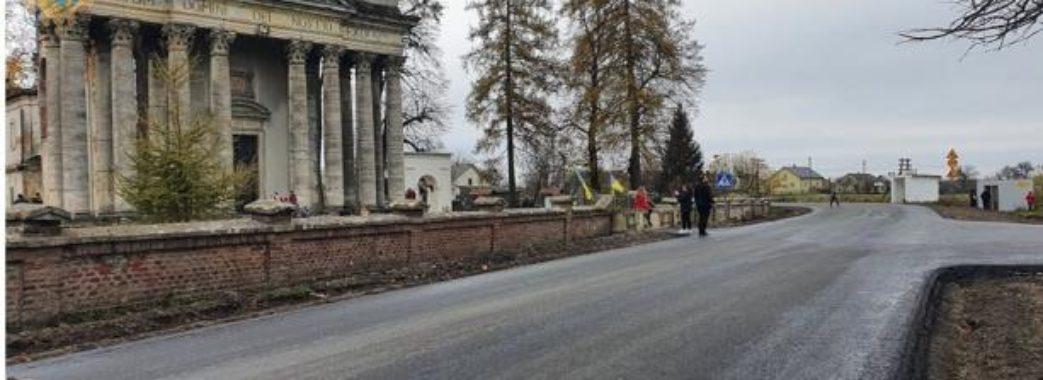 На Золочівщині відкрили для проїзду відремонтовану автомобільну дорогу