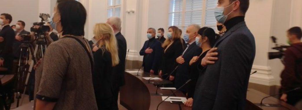 Без духовенства та навстоячки: депутати зібралися на спонтанне засідання Львівської міської ради
