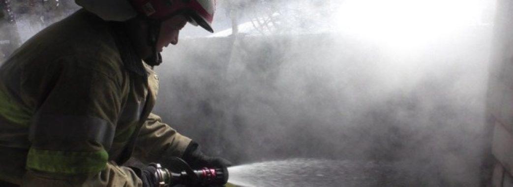 Мало не згоріли: пожежники врятували львів'ян, які спали у задимленій квартирі