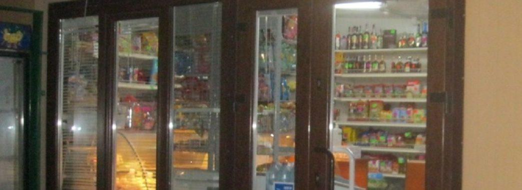 На Городоччині серед білого дня відвідувач з бойовими гранатами обікрав магазин