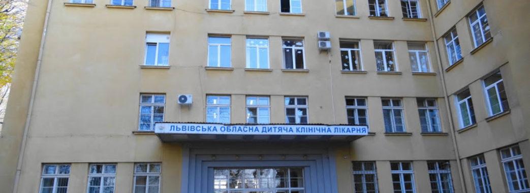 Львівські хірурги прооперували стрийську дівчинку зі шлунком та кишківником у грудній клітці