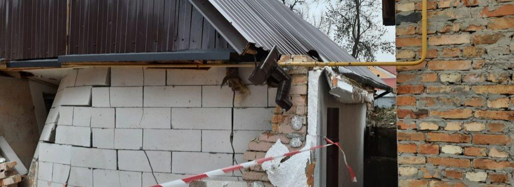 На Бущині вибухом газу зруйнувало будинок: господар у лікарні