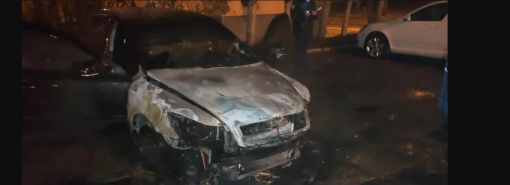 Підпалили посеред ночі: у Львові палав автомобіль детектива НАБУ