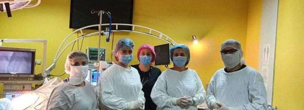 Львівські хірурги видалили у пацієнтки-підлітка 5-кілограмове утворення на весь живіт
