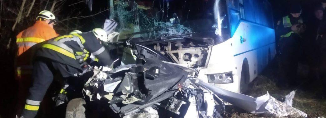 Легковик зім'яло, як коробку: на Жовківщині у подвійній аварії загинув 30-річний чоловік