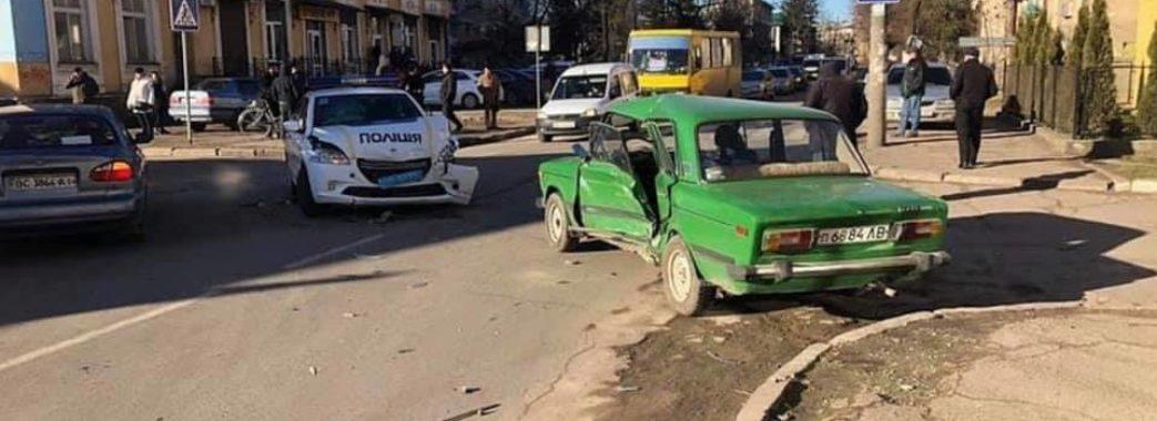 У Самборі поліцейський автомобіль потрапив в аварію (Відео)