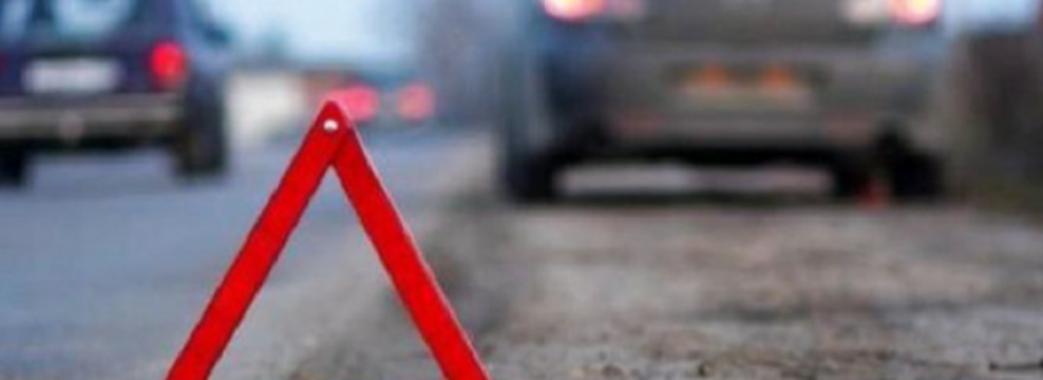 Дві аварії на Золочівщині: 16-річну дівчину затисло машиною, а водій ще одного легковика загинув