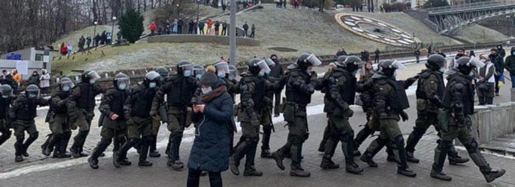 На Майдані сутичка між підприємцями і поліцейськими: постраждали 40 правоохоронців (ВІДЕО)