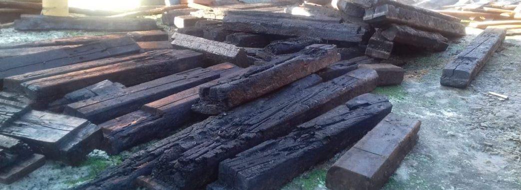 «Щастя, що сусіди побачили»: на Старосамбірщині вранці згорів хлів (ФОТО)