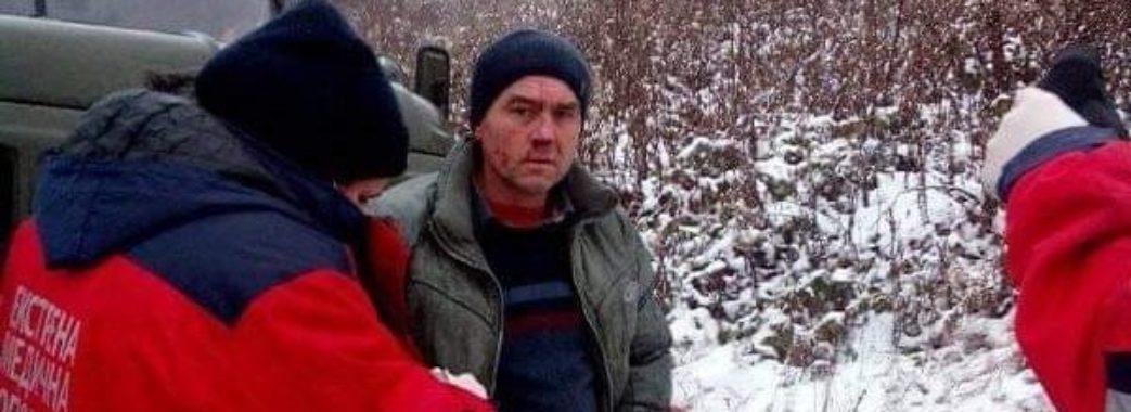 «Прив'язали до машини і били»: активіст зі Сколівщини, який бореться з незаконними рубками, потрапив до лікарні (ФОТО)