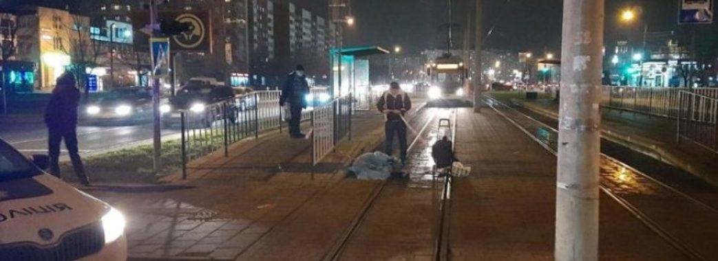 «Через сумку бабця пішла на той світ»: на Сихові трамвай збив літню жінку