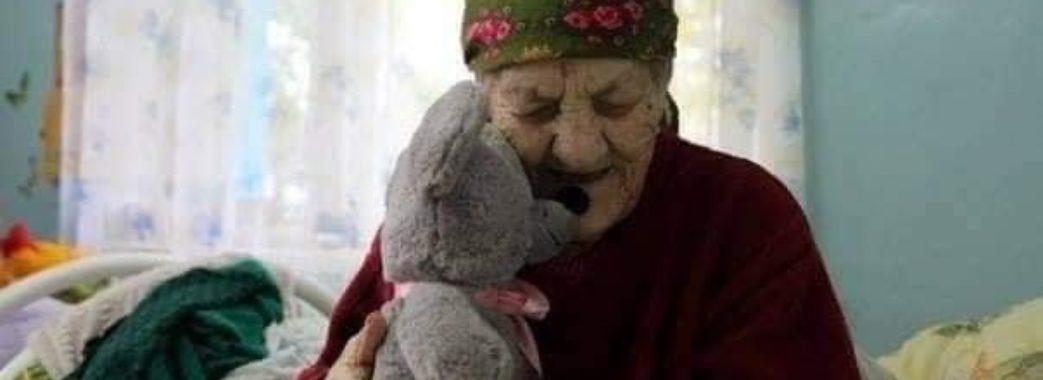 «Вони теж чекають дива»: волонтери просять долучитись до збору різдвяних пакунків для хворих та літніх людей