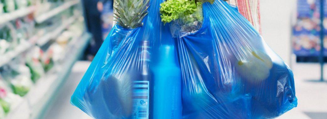 Каратимуть гривнею: у Раді підтримали штрафи за пластикові пакети