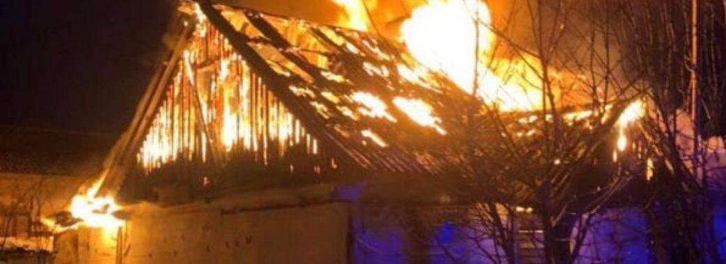 «Вибігла боса з найменшою дитиною на руках»: на Радехівщині у багатодітної сім'ї згоріла хата