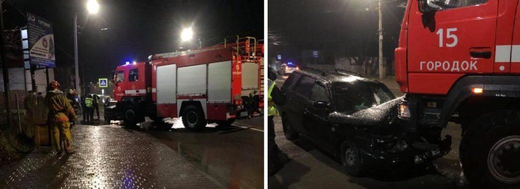 У Городку в аварію потрапив пожежний автомобіль, який поспішав на виклик