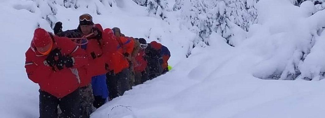 Обморозив ноги та вкрай знесилений: лікарі рятують 25-річного львів'янина, якого 20 годин шукали у горах