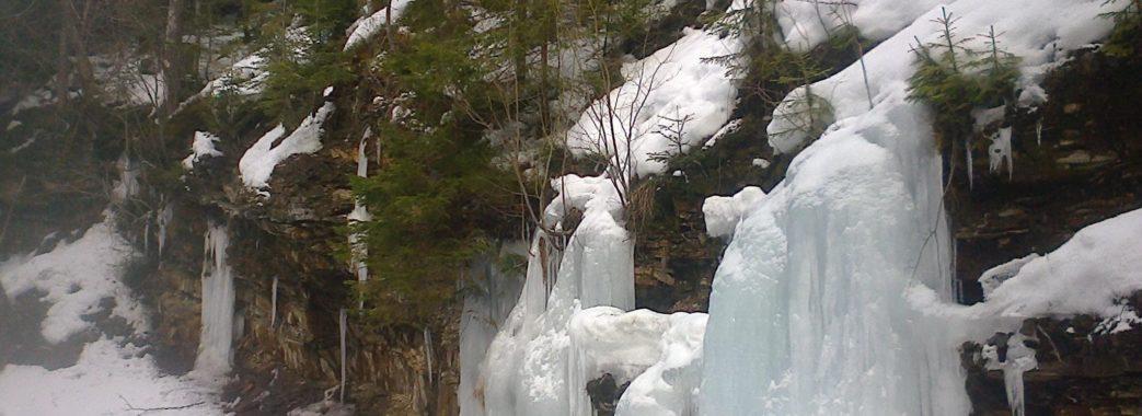«Замерзли навіть водоспади»: у Сколівських Бескидах здивували фотографіями зимової природи