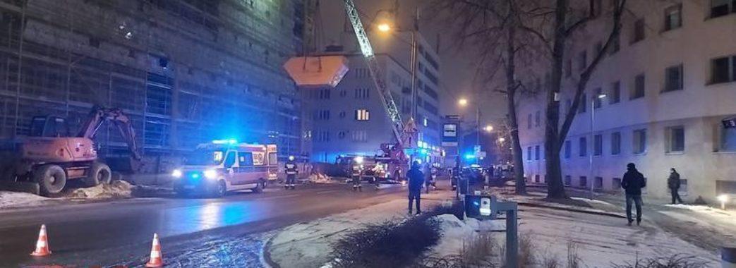 У Польщі на будівництві з 12 поверху впав український робітник