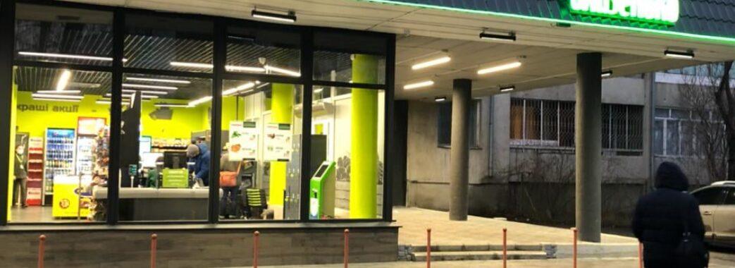 «Стіни вкрились тріщинами, ми забули про спокій»: через супермаркет у Львові почав руйнуватись житловий будинок