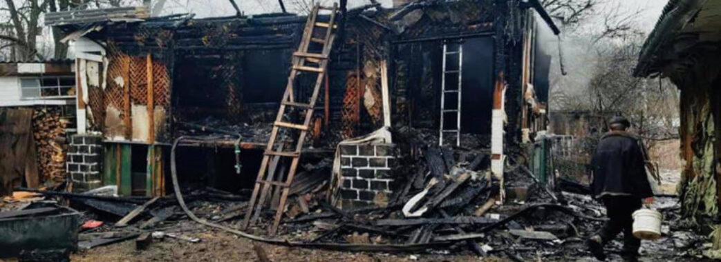 «Зайнялась посеред ночі»: у Стрілківській громаді вщент згоріла літня кухня