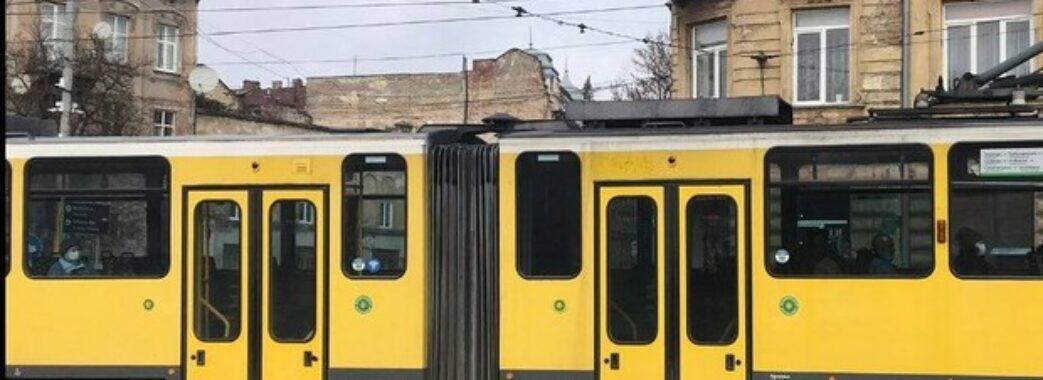«Раніше переніс інфаркт»: у львівському трамваї помер чоловік (ВІДЕО)