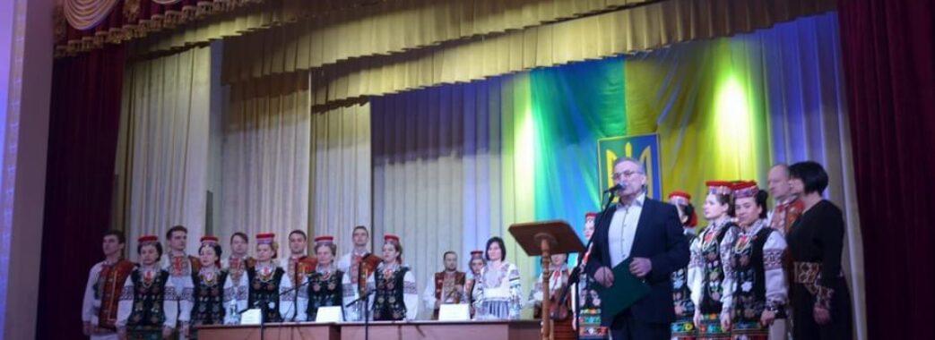 «З розмахом і пафосом»: голову Дрогобицької РДА вітав хор і оркестр