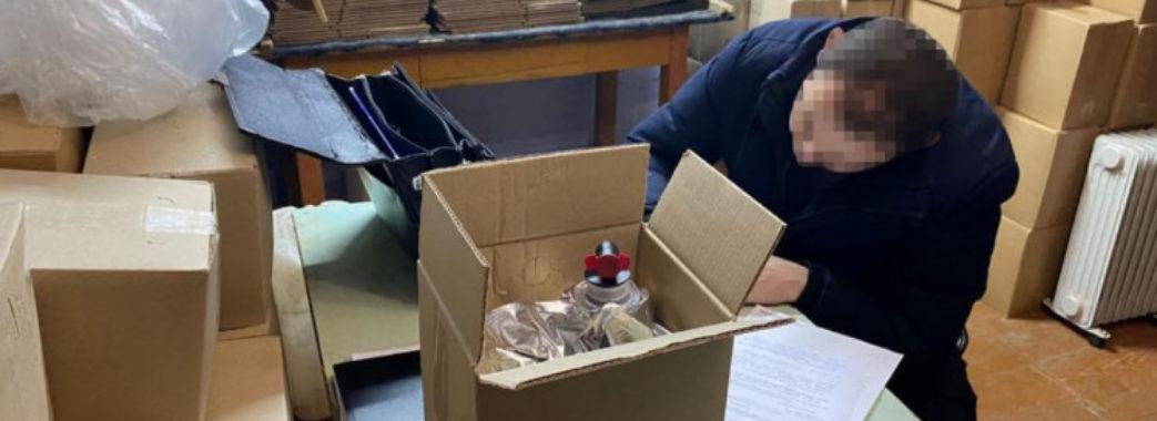 У сільській хаті на Золочівщині знайшли склади з підробленою горілкою на мільйон гривень (Фото)
