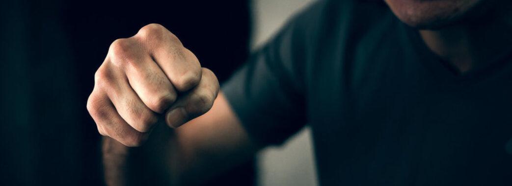 Перелом руки та чисельні травми голови: у Бібрці чоловік вбив рідного брата