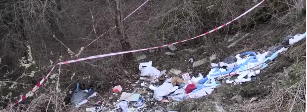 Львівський пенсіонер розчленував жінку та викинув її останки в парку на смітник